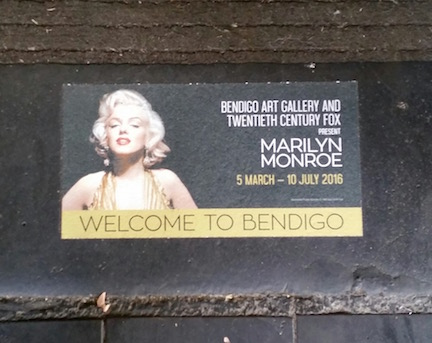 welcome to bendigo sign with MM