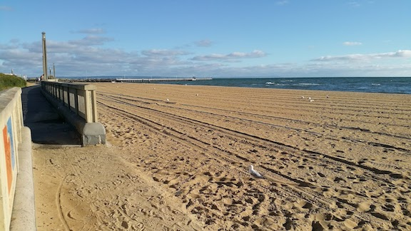 mordialloc beach first day of autumn.jpg