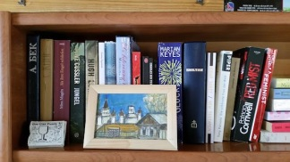 books in hostel lake baikal 2