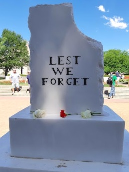 lest we forget stone