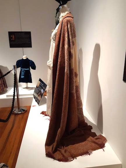 long woollen cloak:shawl.jpg