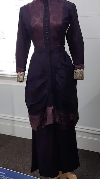 dress of wife.jpg