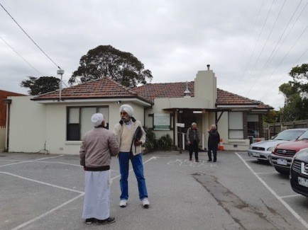 farewelling hosts at Masjid