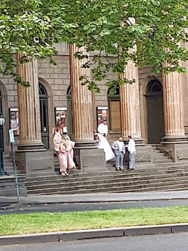 bridal party steps of art gallery